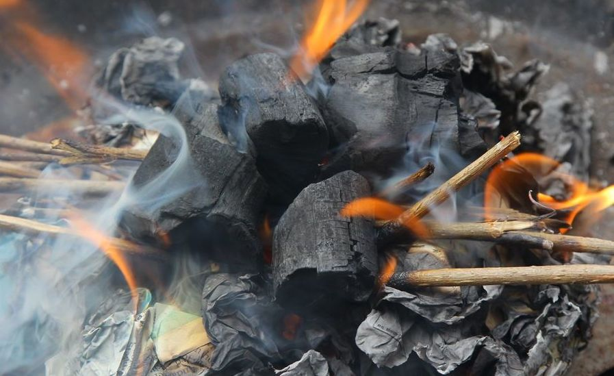 Create-a-Strong-Burning-Charcoal-Fire-Without-Lighter-Fluid-Step-12