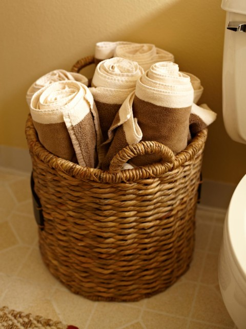 HGRM-House-Counselor-dads-rental-bathroom-storage_s3x4.jpg.rend.hgtvcom.1280.1707
