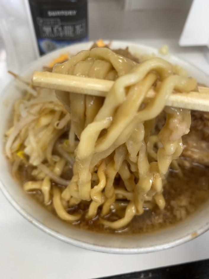 歴史を刻めなかもずのラーメンの麺